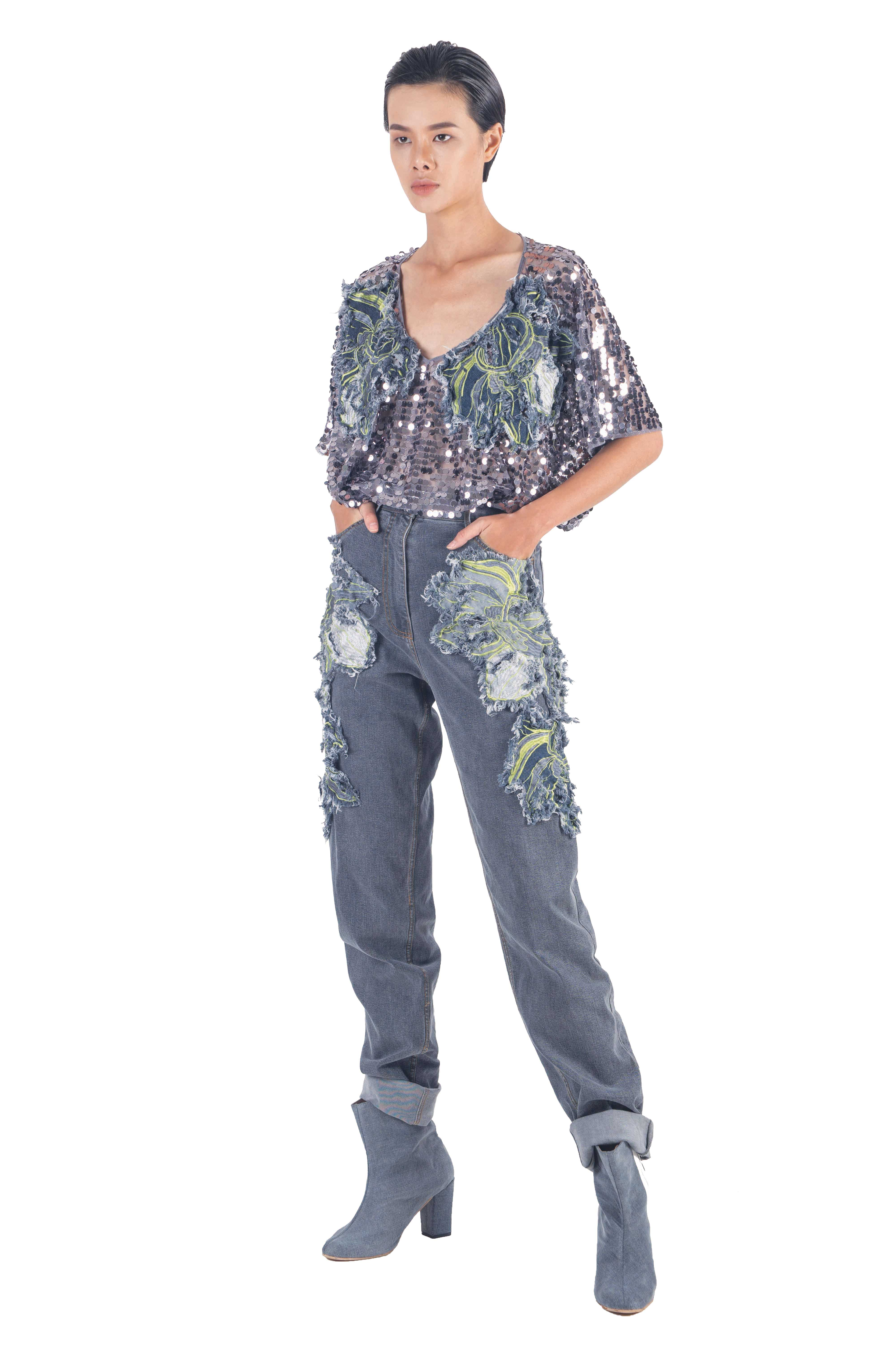 Washed greyish blue denim pants with embroidery flowers on pockets